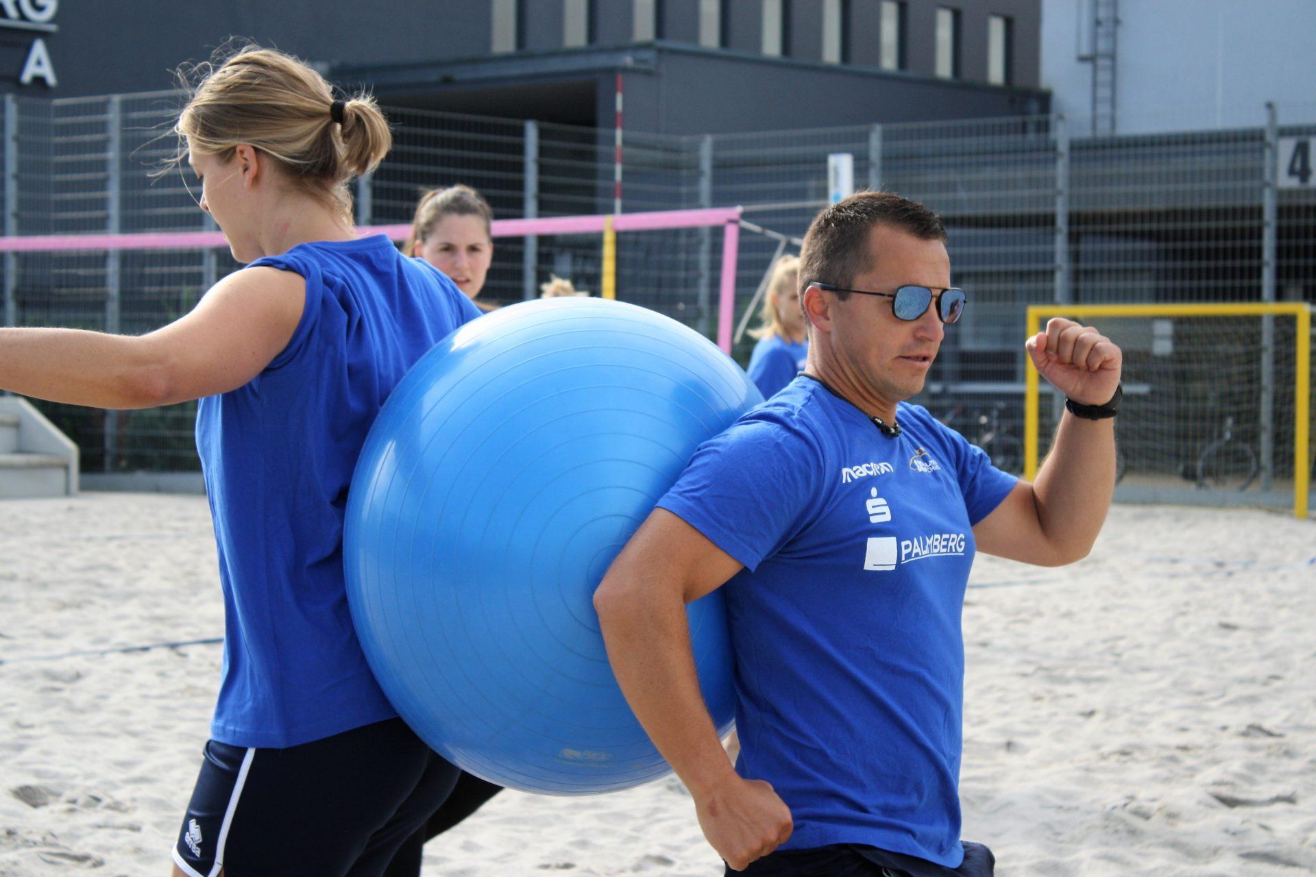 Athletiktrainer Michael Döring und Zuspielerin Femke Stoltenborg Foto SSC